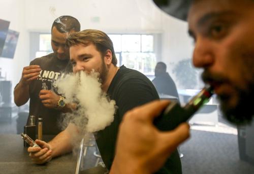 使用电子烟的年轻人吸传统香烟可能增加4倍