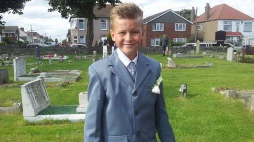 英国母亲吸烟的遗憾:10岁儿子玩打火机被烧死