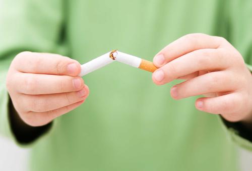 吸烟危害你的身体和家人朋友的健康