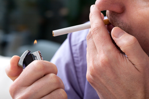 斯坦福学者说:许多美国人仍然低估了吸烟的危害