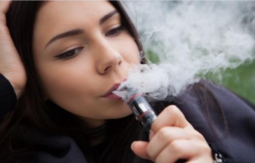 数百万的青少年沉溺于电子烟,但却没人知道做些什么